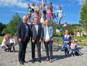 Pfeiffer & May sorgt mit großzügiger Spende für strahlende Kinderaugen in Tannheim