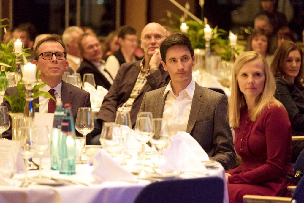Prominente Gäste, v. links: Landrat Sven Hinterseh, Ex-Skisprungstar Martin Schmitt mit Ehefrau Andrea.