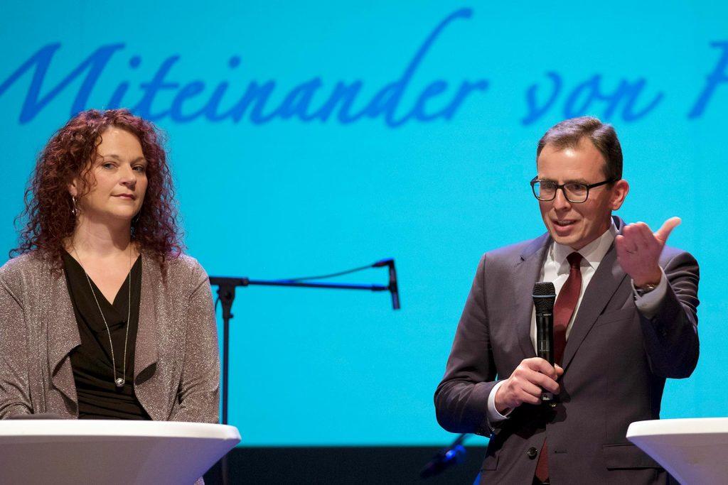 Stolz auf Tannheim: Ortsvorsteherin Anja Keller und Landrat Sven Hinterseh.