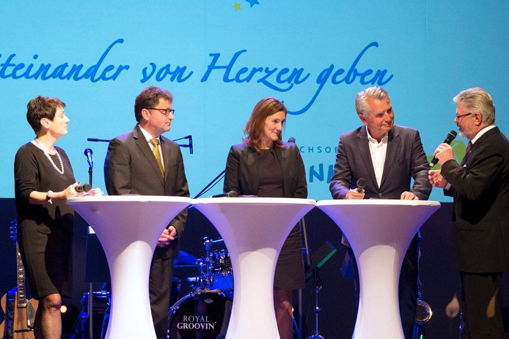 Talkrunde mit Martin Hettich, Vorstandsvorsitzender der Sparda-Bank, Sabine Schilling, Marketingleiterin des SÜDKURIER und VfB-Präsident Wolfgang Dietrich.