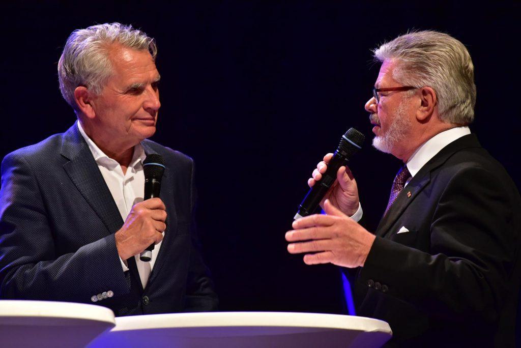 VfB-Präsident Wolfgang Dietrich (links) mit Roland Wehrle.