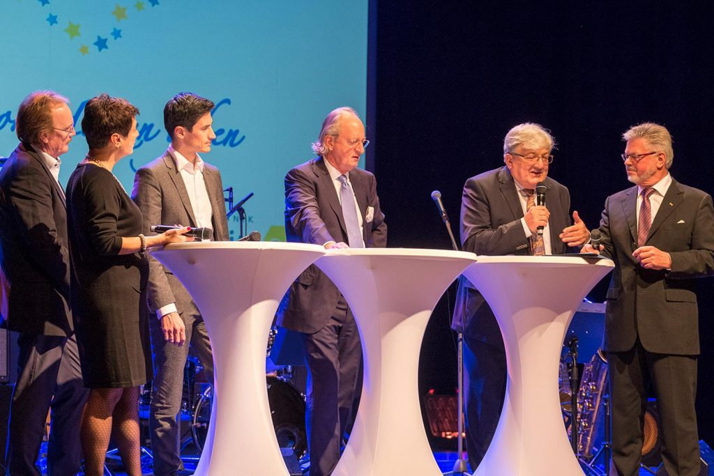 Talkrunde mit v. links Stiftungsvorstand Sonja Faber-Schrecklein, ......, Martin Schmitt, Karl Friedrich Fürst von Hohenzollern,