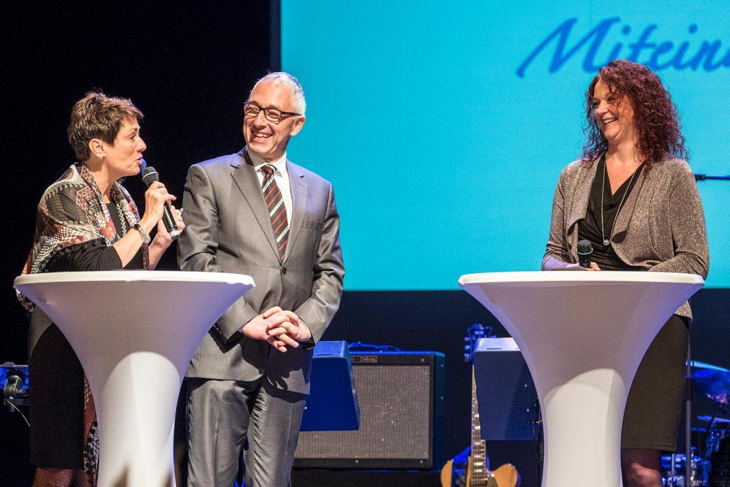 Stiftungsvorstand Sonja Faber-Schrecklein, der Oberbürgermeister der Stadt Villingen-Schwenningen, Rupert Kubon und Tannheims Ortsvorsteherin Anja Keller.