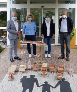 """Familie Steinhart, """"Holzspielzeugspende"""""""